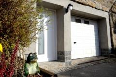 Ferienwohnung-Bautzen-Natuerlich-Eingangsbereich-und-Garage